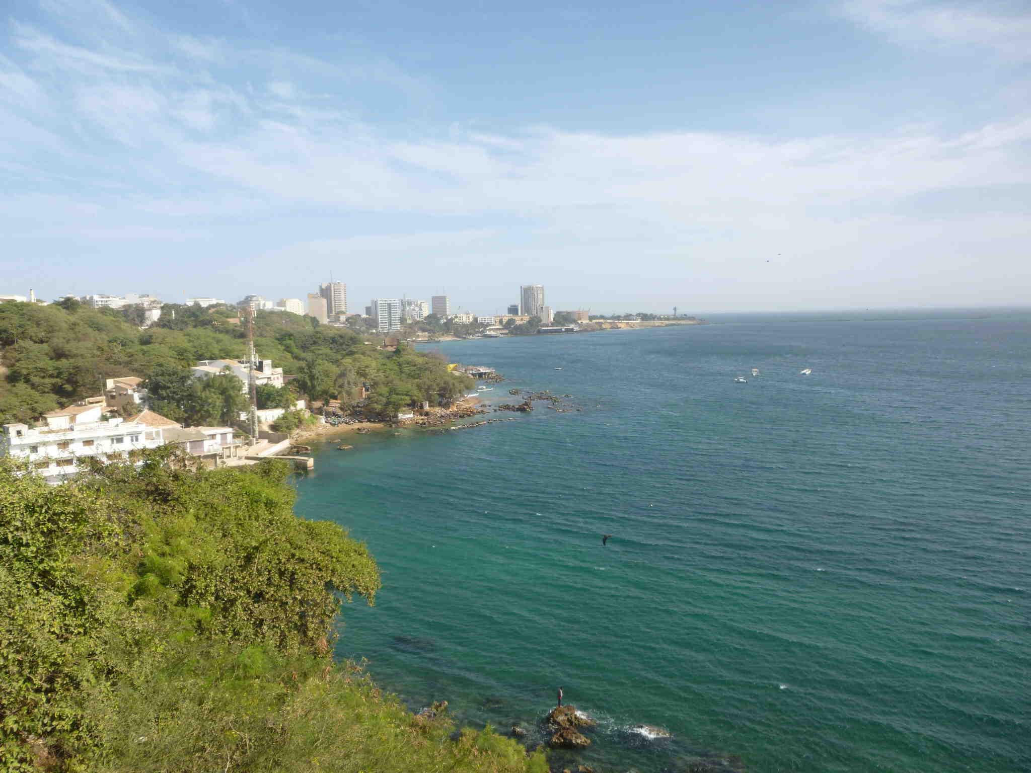 ダカールの海岸線。ダカールは、西アフリカの貿易の拠点として、発展してきました。