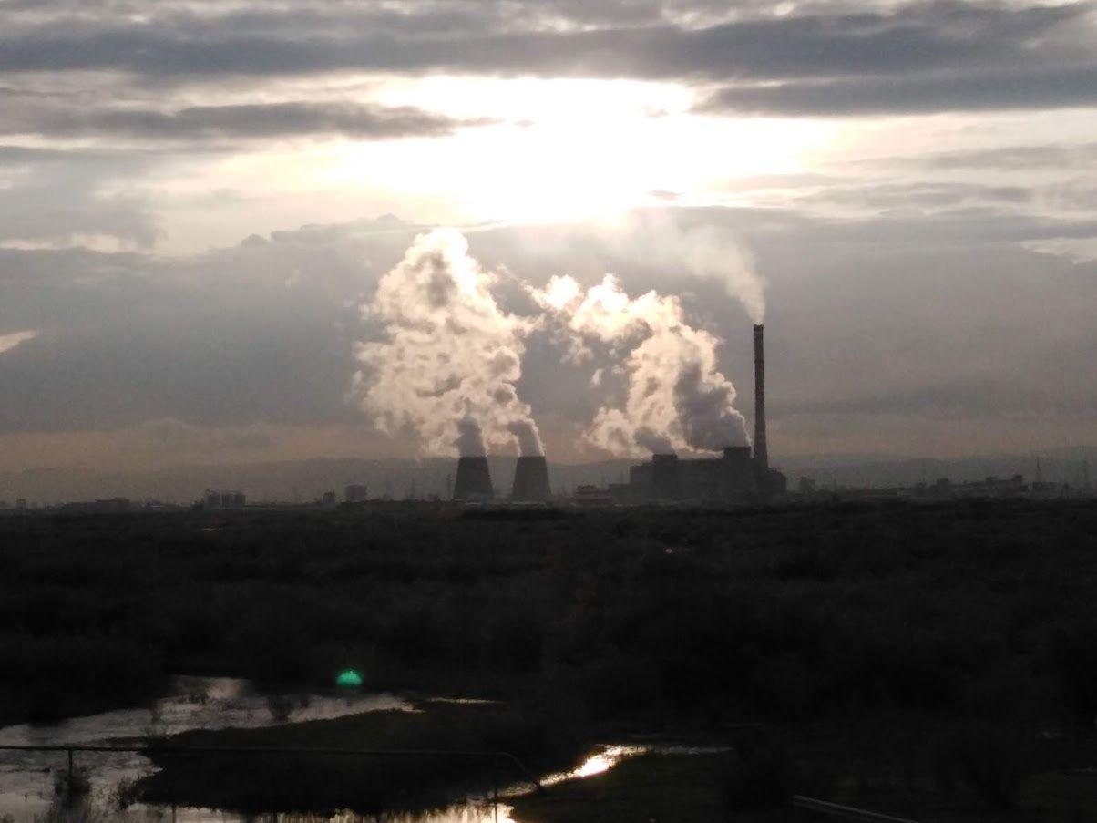 郊外から見たウランバートルの環境汚染の様子